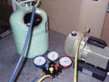 Место соединения штатного вентиля с баллоном обмотать мокрой тканью для отвода тепла